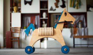 Jucarie din lemn creata de Mihai Stamati
