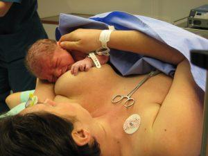 Prima ora din viata unui nou-nascut
