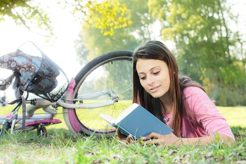Citit in iarba