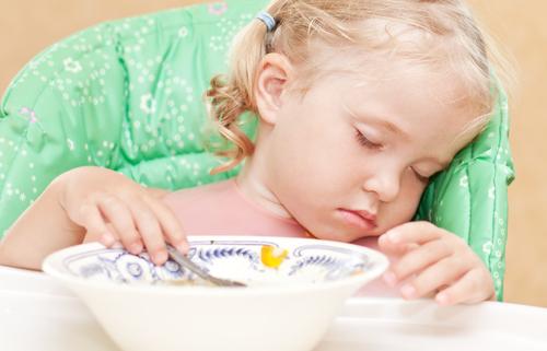 la ce oră trebuie să se culce un copil fetiță care doarme