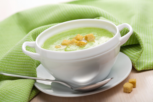 supa cremă de ţelină farfurie