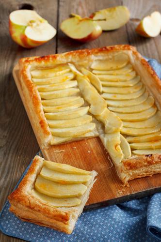Tarta cu mere la tavă