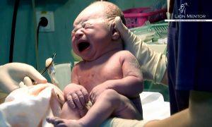 Documentar Indraznesc sa nasc asa cum vreau / Totul despre mame