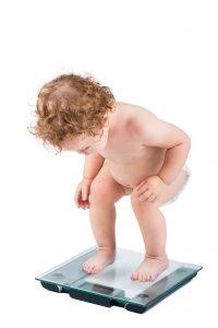 greutatea ideală a copiilor bebeluș pe cântar