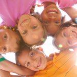 Copiii fericiți învață mai bine