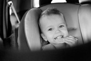 gustări sănătoase copil în mașină