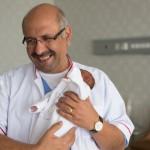 Mâna unui copil nenăscut, salvată în România printr-o intervenție cu laser în uterul mamei