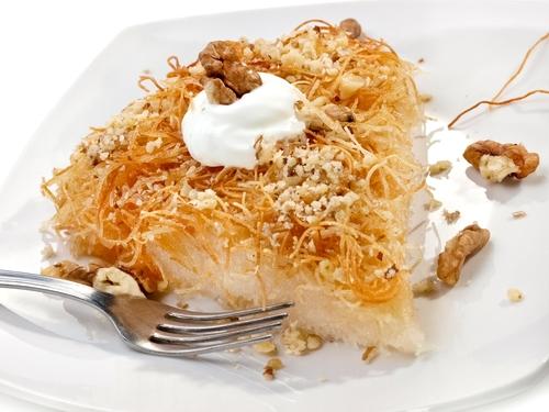 Cataif cu brânză în farfurie