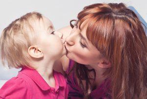 pupat-pe-gura-copii-totul-despre-mame