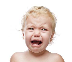 spasmul hohotului de plâns fetiță care urlă