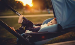 cum imbraci un bebelus afara totul despre mame
