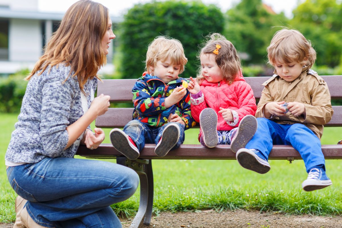 mamici cu trei copii