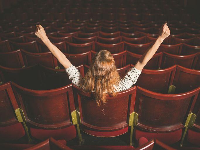 femeie la cinema