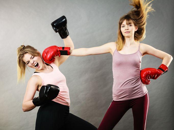 doua mame care boxeaza