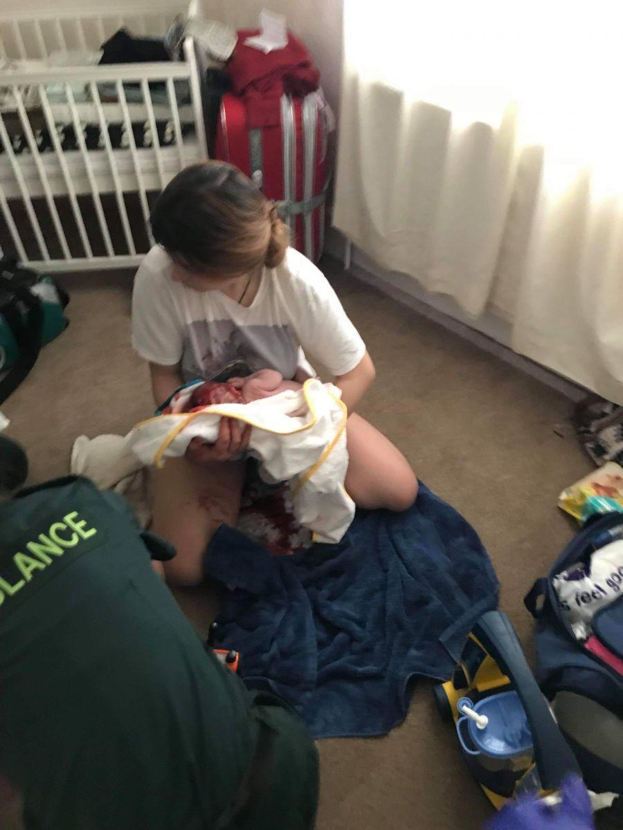 Fetita s-a nascut acasa, iar primul ajutor l-au dat angajatii de la Ambulanta