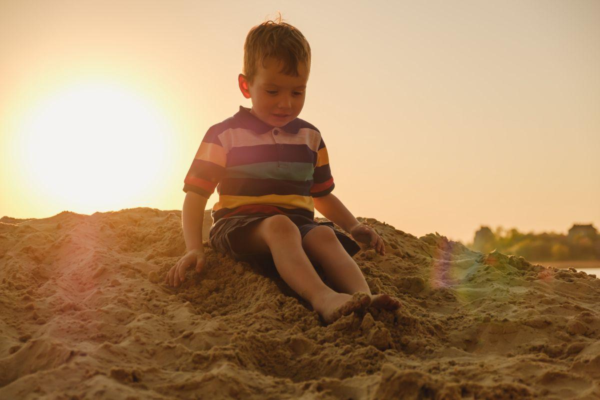 copil 3 ani joaca