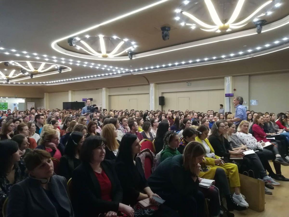Peste 500 de părinți și cadre didactice au participat la conferița lui Alfie Kohn de la Cluj
