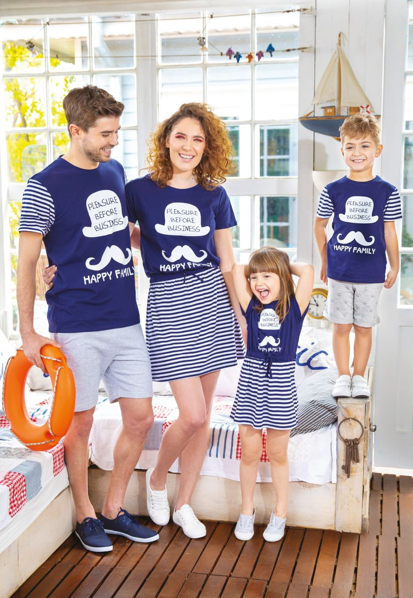 Tricouri Happy Family - Bărbați TEX - 25 de lei, Copii - 20 de lei, Rochii Happy Family - Damă TEX - 45 de lei, Fete - 35 de lei