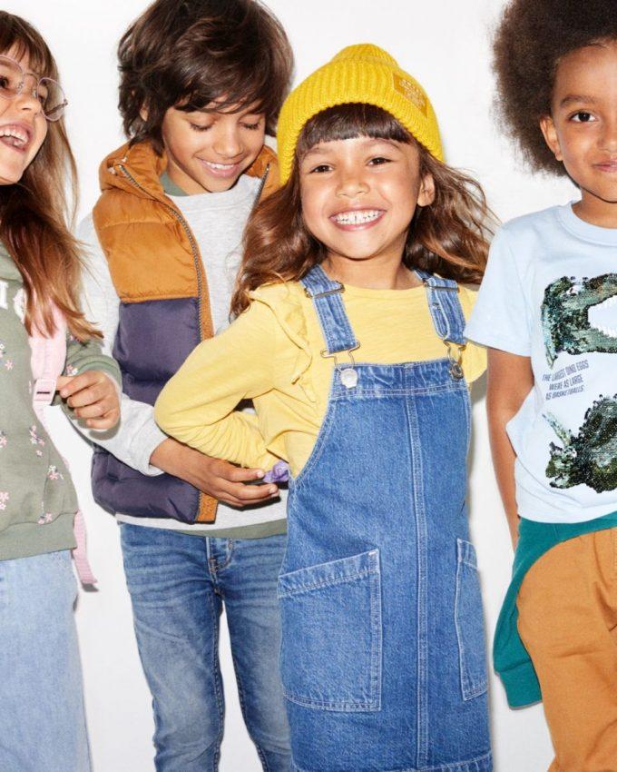 îmbrăcăminte la preț redus pentru copii